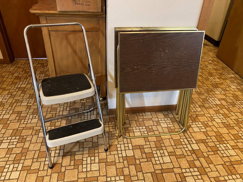Lot # 180 - 5 Vintage TV Trays & Step Stool (main image)