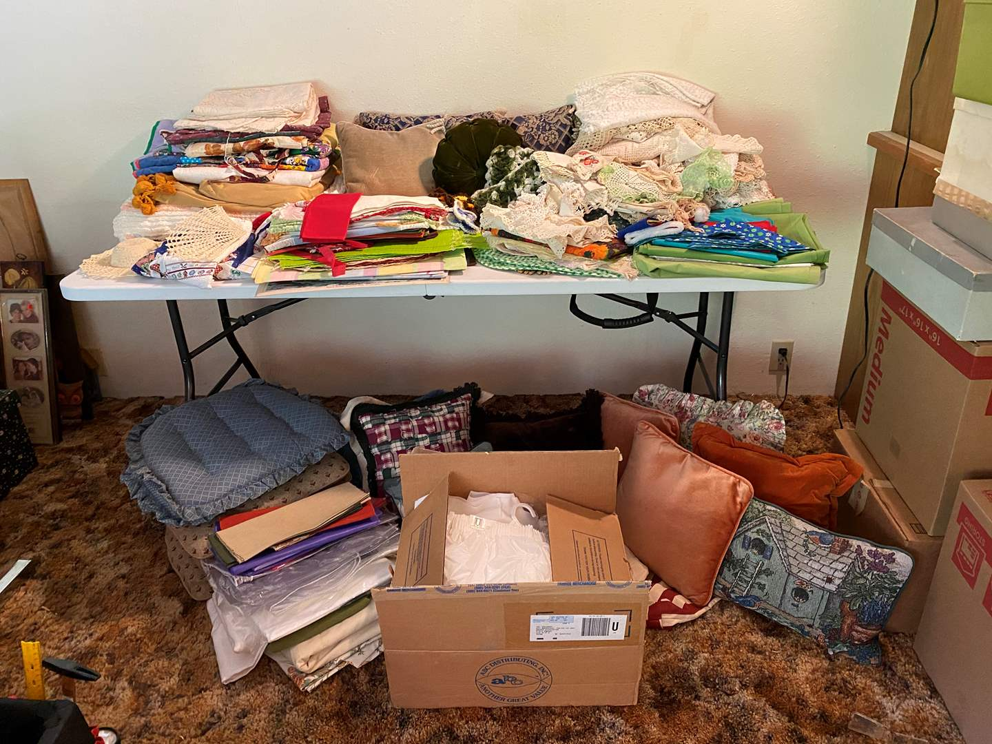 Lot # 213 - Large Selection of Table Cloths, Doilies, Bed Comforter (Some Stains), Place Mats, Throw Pillows & More.. (main image)