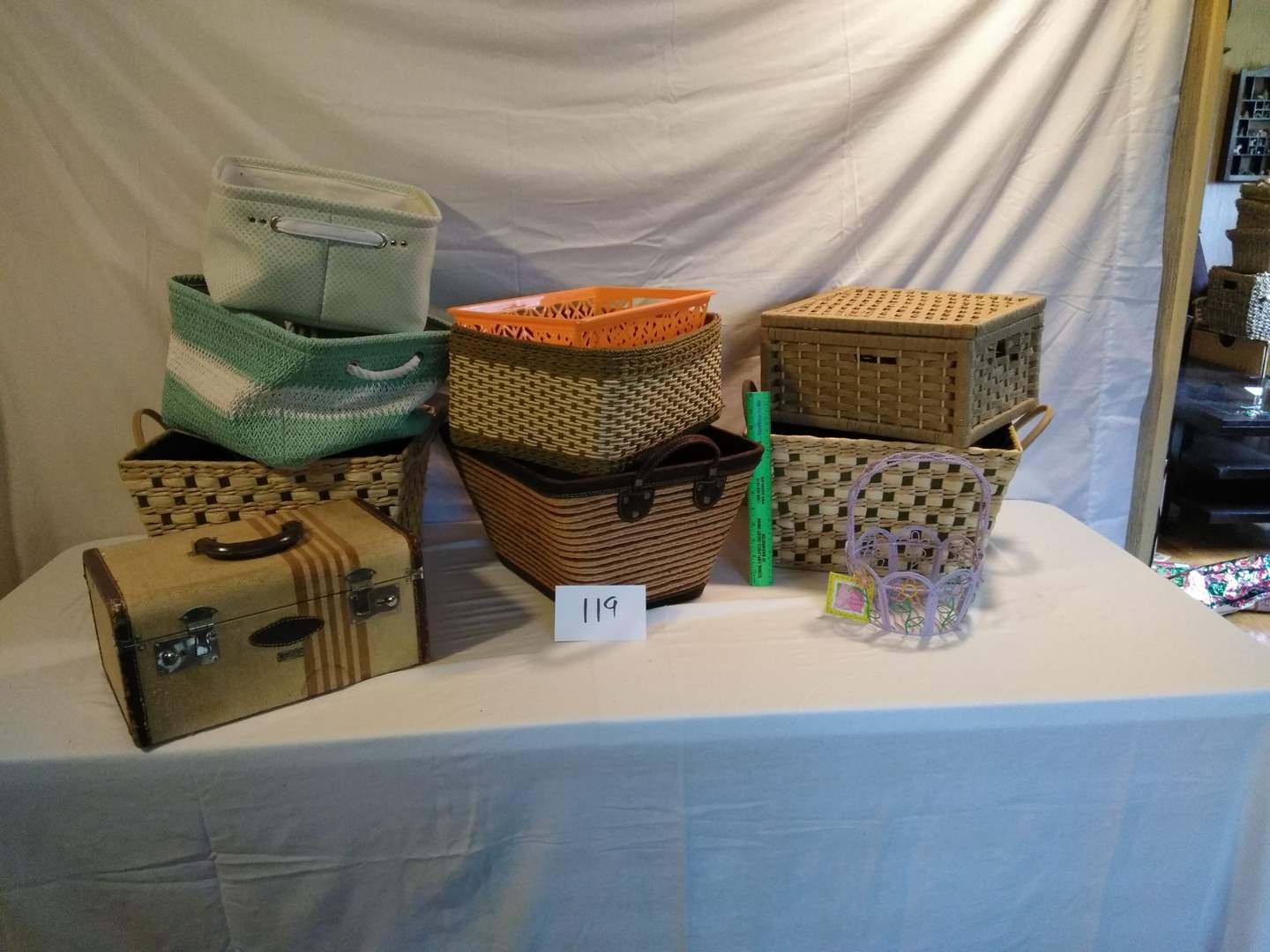 Lot # 119 - Vintage suitcase. Baskets, all sizes (main image)