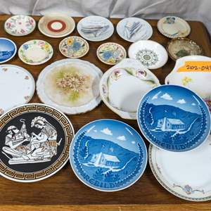 043 - Lot of Small Collectible Plates