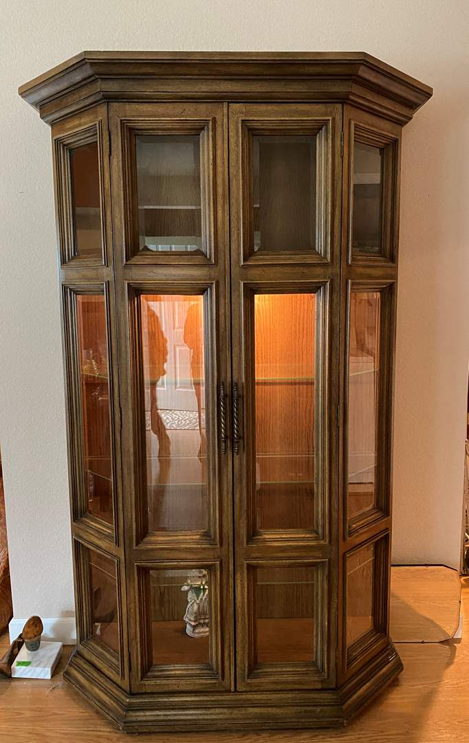 Lot # 46 Display Cabinet with Light *** (main image)