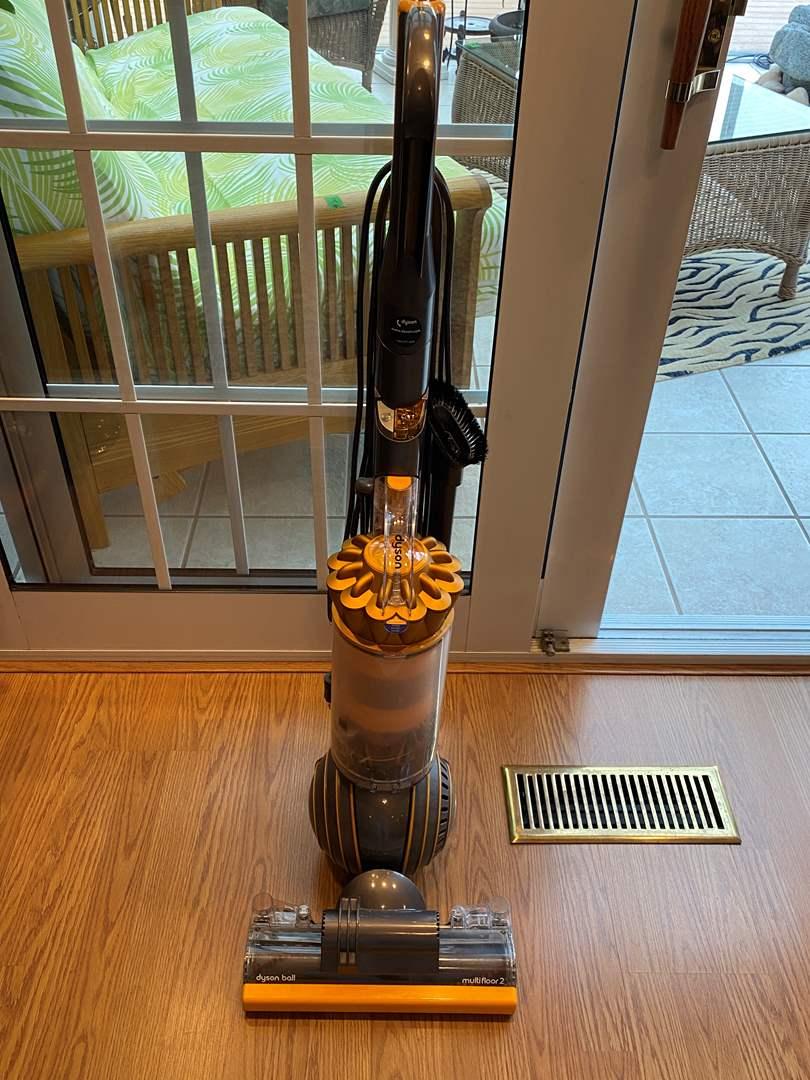 Lot # 42 Dyson Vacuum - Works (main image)