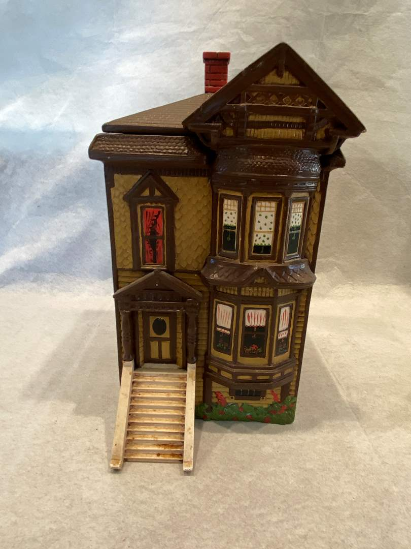 Lot # 85 Model House Cookie Jar (main image)
