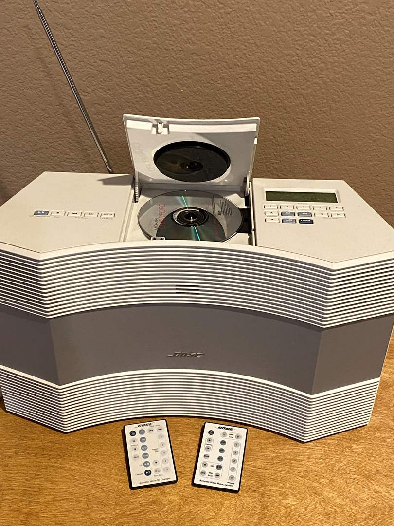 Lot # 150 Bose Acoustic Wave CD-3000 (Fully Works) (main image)