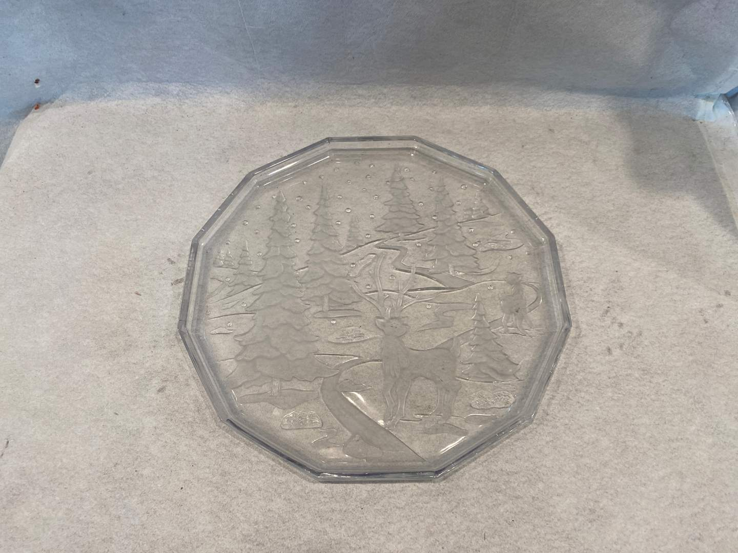 Lot # 237 Decorative Glass Plate (main image)