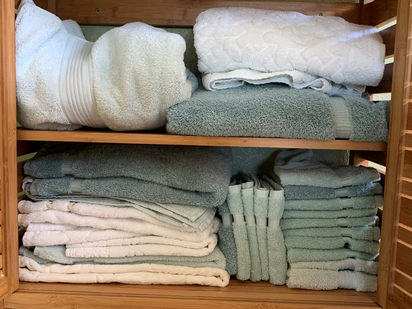 Lot # 29 Lot of Assorted Sizes Towels (main image)