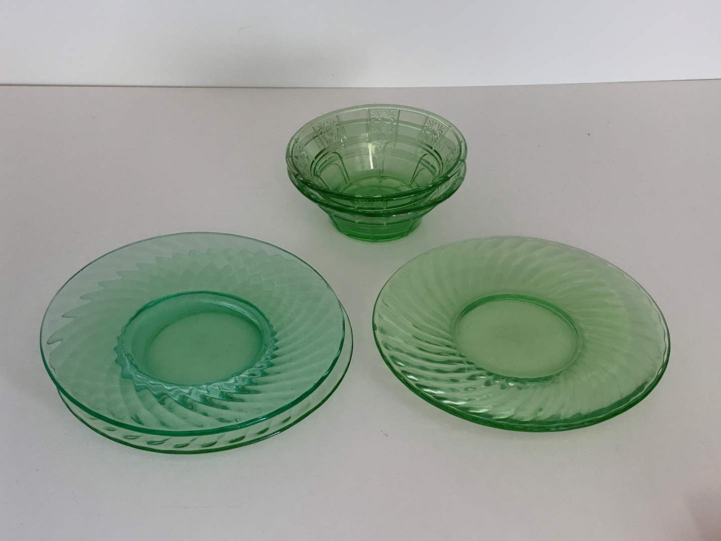 Lot # 52 Lot of Glass Plates and Bowls (main image)