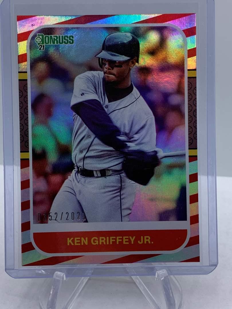 Lot # 199 2021 Panini Donruss Baseball KEN GRIFFY JR #352/2021 (main image)