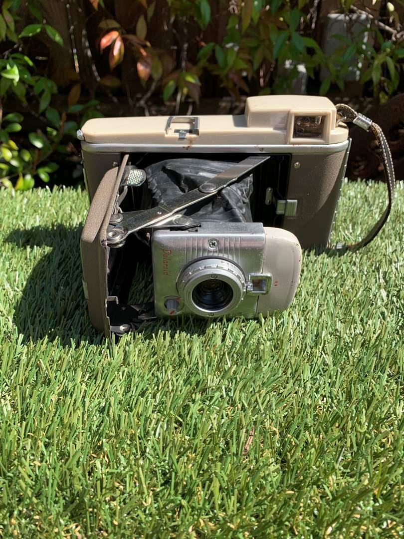 Lot # 92 Vintage 1950's Polaroid Model 80 Land Camera (main image)