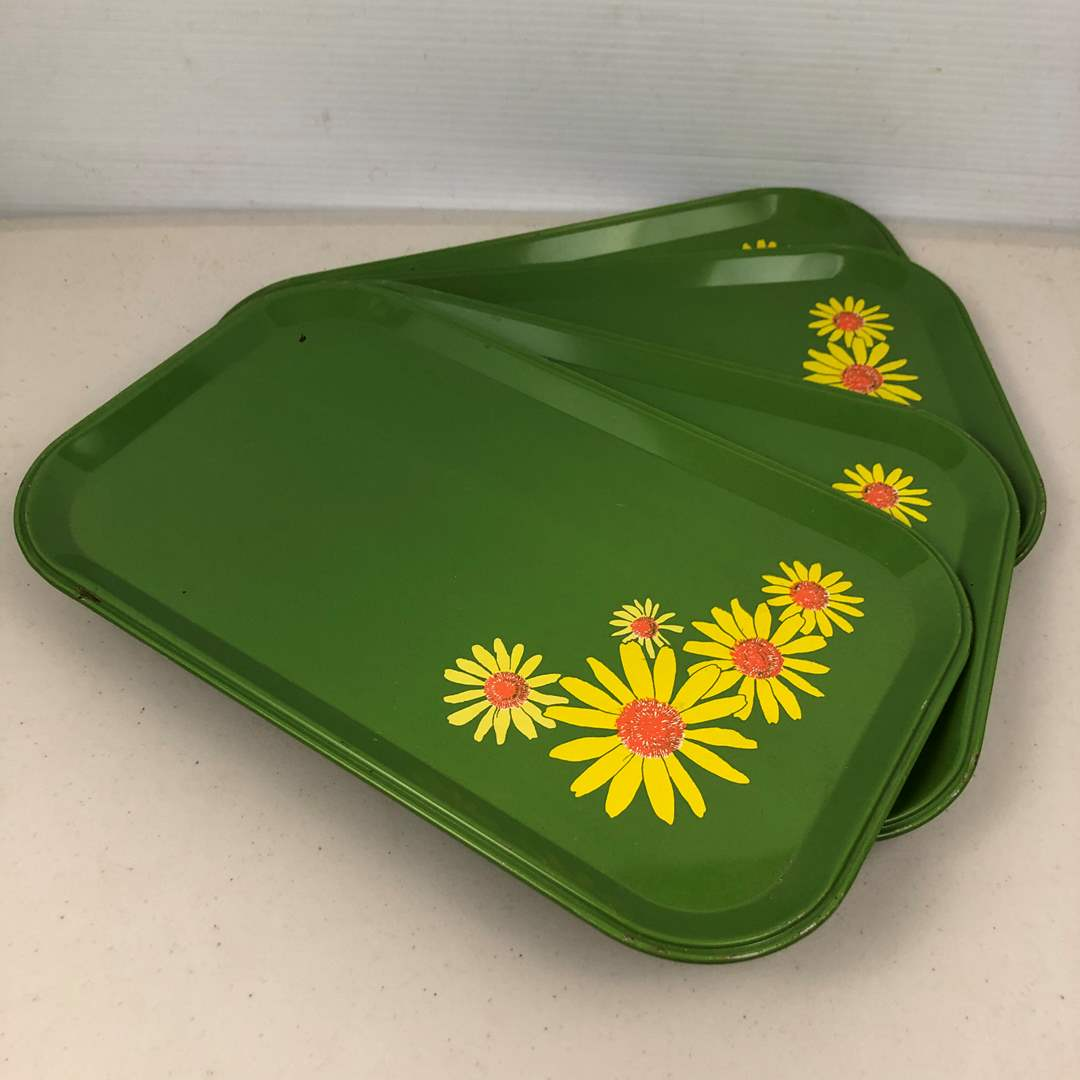 Lot # 211 Vintage Serving Trays (main image)
