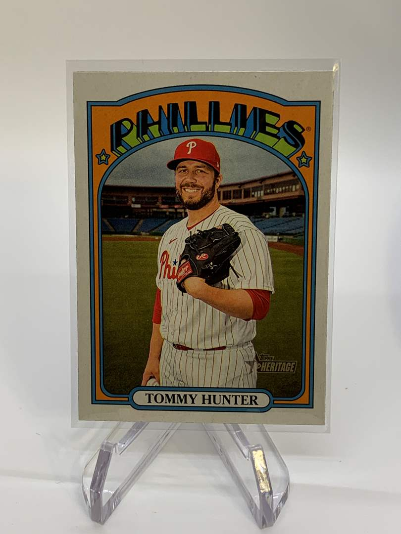 Lot # 61 2021 Topps Heritage TOMMY HUNTER (main image)