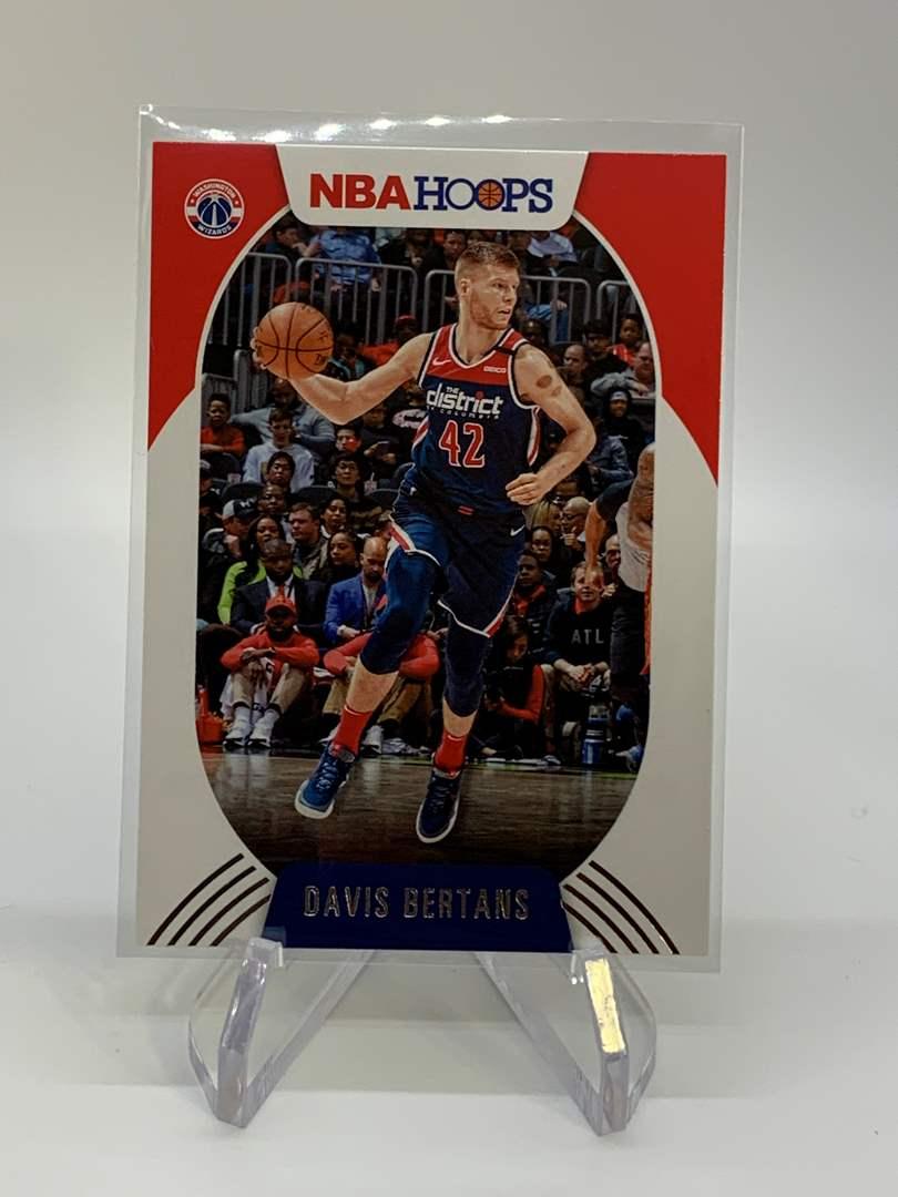 Lot # 117 2020-21 Panini NBA Hoops DAVIS BERTANS (main image)