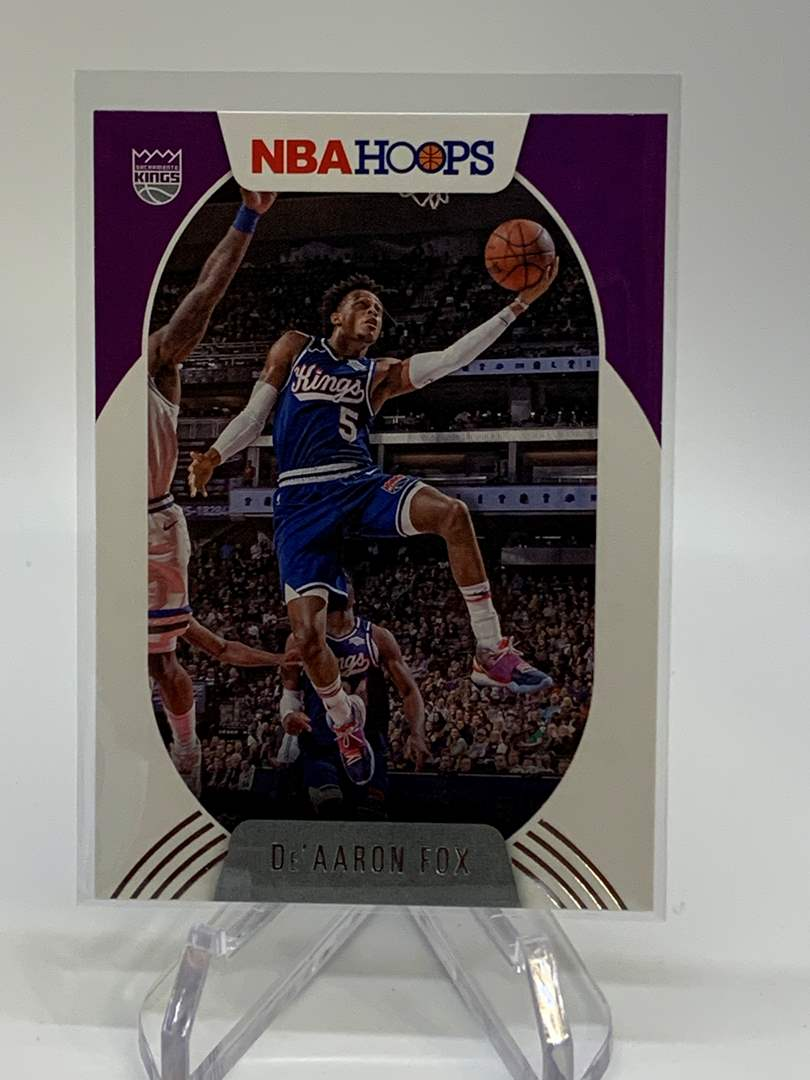 Lot # 126 2020-21 Panini NBA Hoops DE'AARON FOX (main image)