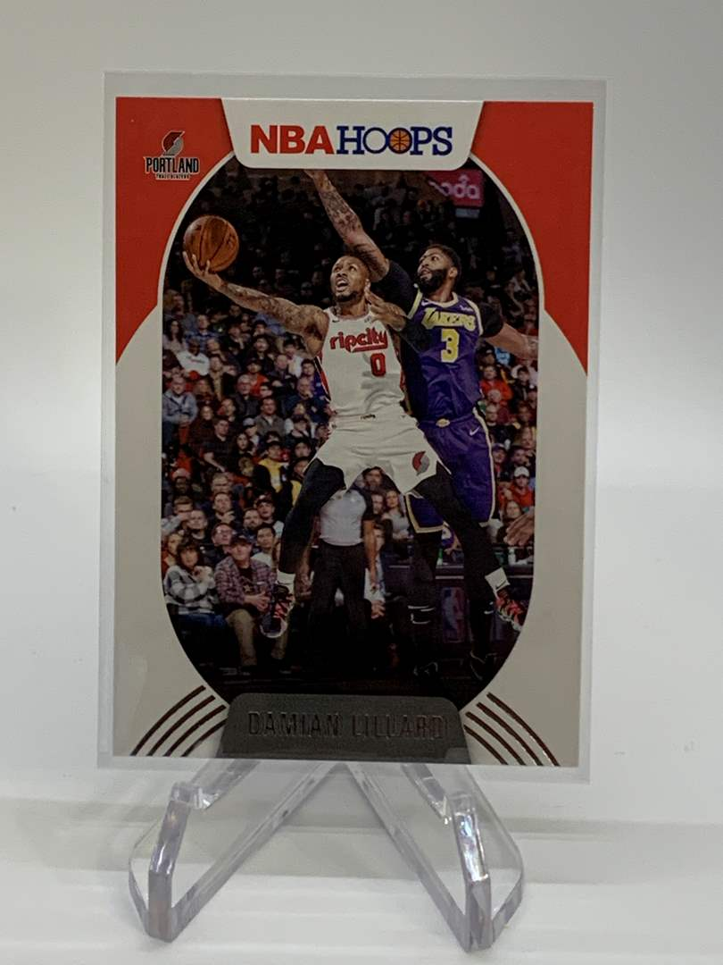 Lot # 128 2020-21 Panini NBA Hoops DAMIAN LILLARD (main image)