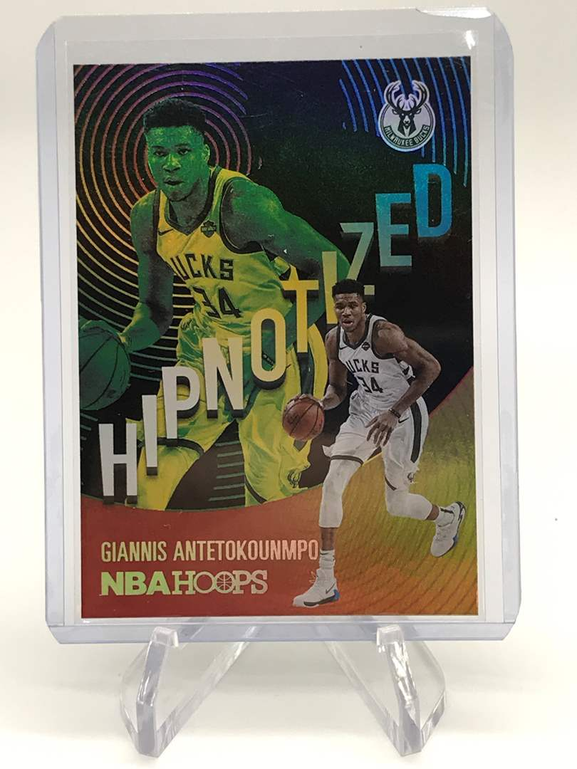 Lot # 155 2020-21 PANINI NBA HOOPS GIANNIS ANTETOKOUNMPO (main image)