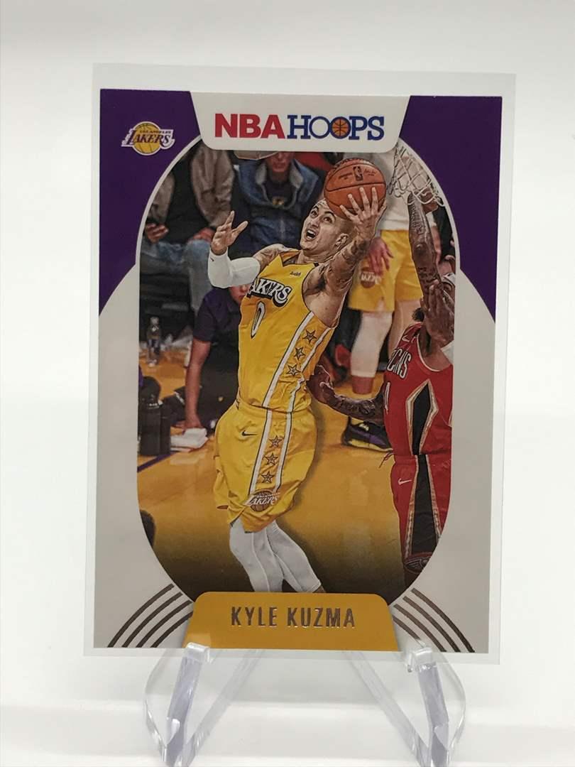 Lot # 185 2020-21 PANINI NBA HOOPS KYLE KUZMA (main image)