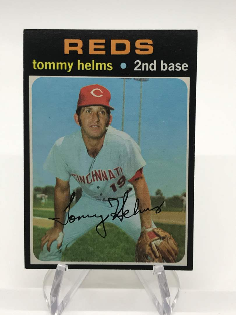 Lot # 325 1971 Topps TOMMY HELMS (main image)