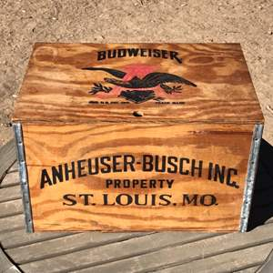 Lot # 64 Vintage Anheuser Busch Budweiser Beer Checkers Box