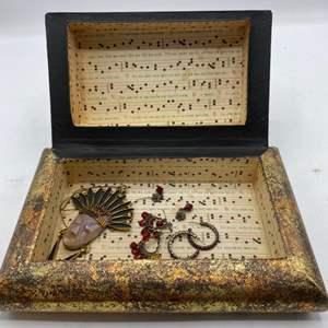 Lot # 13 Unique Jewelry Box with Jewelry