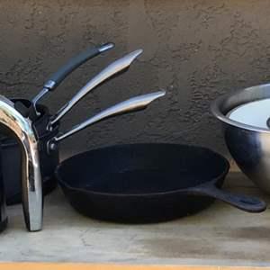 Lot # 81 Lot of Kitchen Pots & Pans, Blenders, and Cast Iron Pan