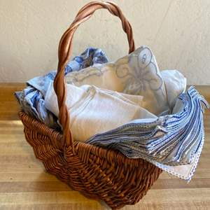 Lot # 53 Basket with Napkin Linens