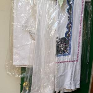 Lot # 114 Lot of Embroidered Linens