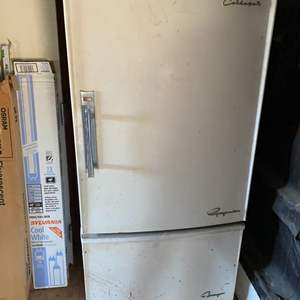 Lot # 123 Coldspot Refrigerator with Mid Century Details, Un-Tested