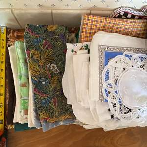 Lot # 176 Lot of Table Linens