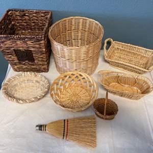 Lot # 24 Lot of Wicker Baskets