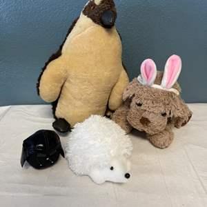 Lot # 31 Lot of Stuffed Animals