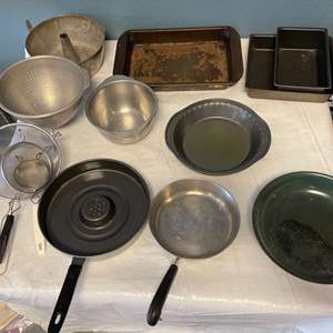 Lot # 87 Lot of Kitchenware