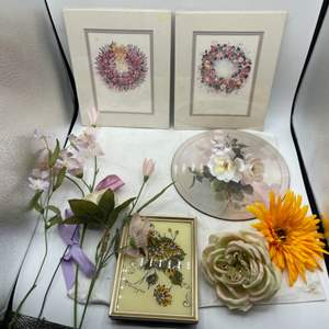 Lot # 99 Lot of Floral Items