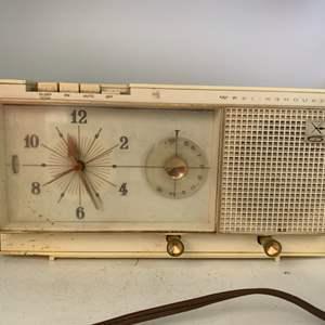 Lot # 11 Westinghouse Model H864L6 Clock Radio Powers On