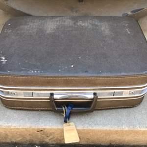 Lot # 74 Vintage Samsonite Suitcase- No Key
