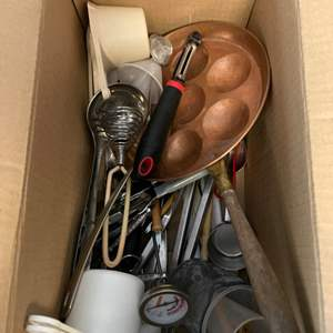 Lot # 25 Lot of Kitchen Supplies
