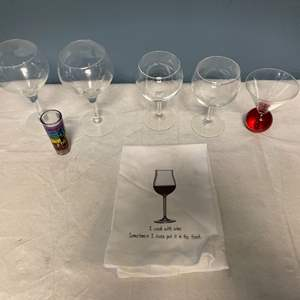 Lot # 57 Lot of Wine Glasses