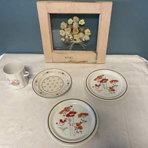Lot # 100 Floral Themed Decorations - Plates, Vase, Framed Petals