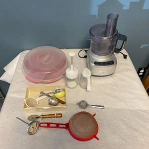 Lot # 215 Lot of Kitchen Items