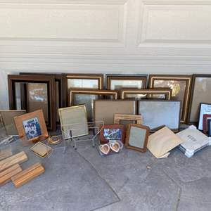 Lot # 48 Lot of Picture Frames