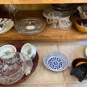 Lot # 124 Lot of Miscellaneous Dishware