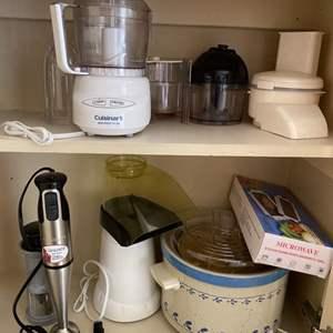 Lot # 255 Lot of Kitchen Machines - Mixer, Popcorn Maker, Chopper, Crockpot, Etc.