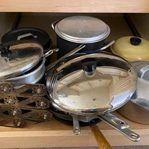 Lot # 256 Lot of Pots and Pans