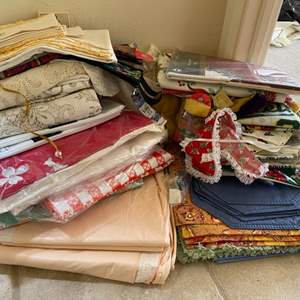 Lot # 292 Lot of Linen, Mostly Placemats