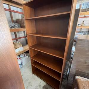 Lot # 336 Bookcase With Five Shelves