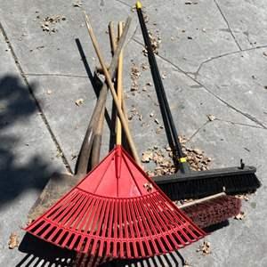 Lot # 367 Lot of Outdoor Garden Tools