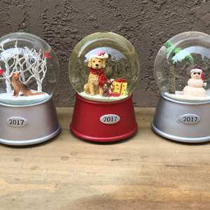 Lot # 58 Threshold Musical Snow Globe 2017 Lot - Dogs and Snowman