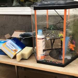 Lot # 63 Fish Aquarium Lot-Looks Complete