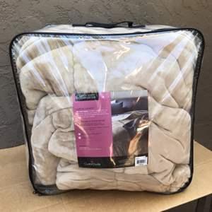 Lot # 79 Cuddi Duds King Size Comforter