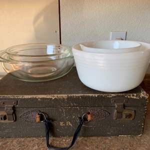 Lot # 194 Vintage Pyrex and Milk Glass Bowls