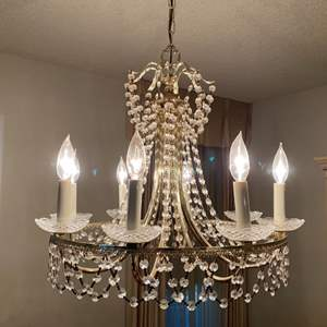 Lot # 15 Chandelier - Turns On (Will be Removed Prior to Pick Up)